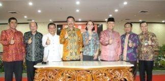 Gubernur Tengku Erry usai menandatangani MoU