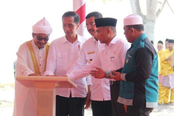 Jokowi meresmikan tugu titik nol islam nusantara