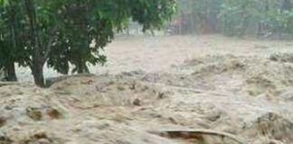 air Sungai Batang Ayumi seketika meluap di sidempuan