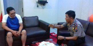 Kapolsek Medan Area Kompol M Arifin, saat mengintrogasi Andika selaku Oknum Bendahara di Kantor Camat Medan Area.