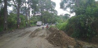 Jalan Negara Siantar-Prapat Amblas, Sementara Ditambal Tanah dan Kayu