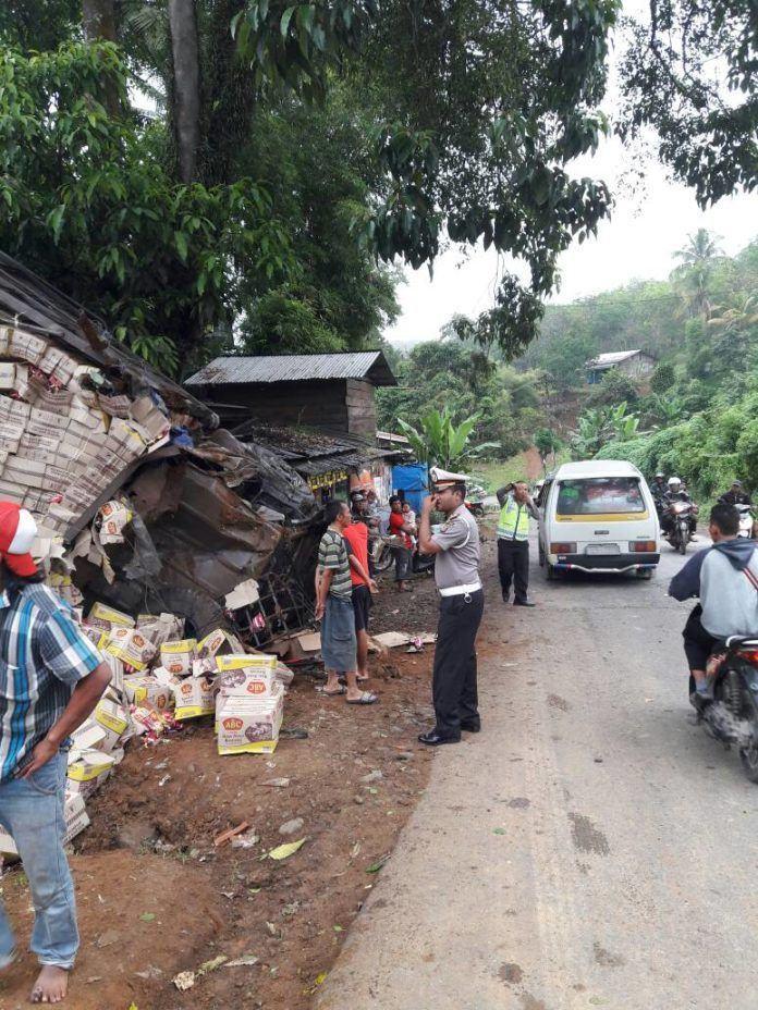 Rem Blong, Truk Fuso Terbalik Timpah Bengkel