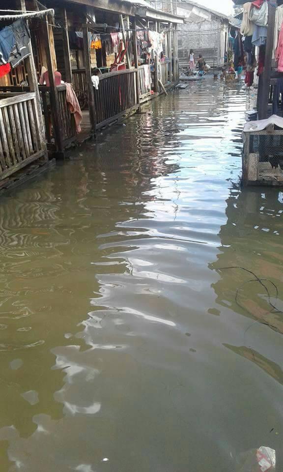 Ribuan Rumah di Tanjung Tiram Terendam Banjir Rob