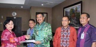 Tengku Erry Serahkan LKPD 2016