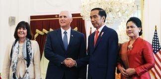 Presiden Jokowi saat menerima Wapres AS Mike Pence di Istana Merdeka, Jakarta (20/4).
