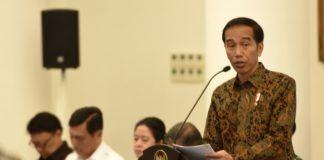 Foto: Presiden Jokowi saat menyampaikan pengantar pada Sidang Kabinet Pripurna, di Istana Kepresidenan, Bogor, Jawa Barat, Senin (29/5) sore.