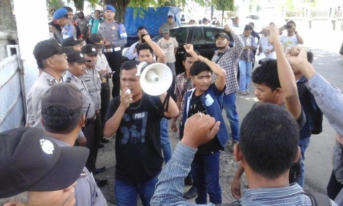 Demo Mahasiswa di DPRD Sidempuan