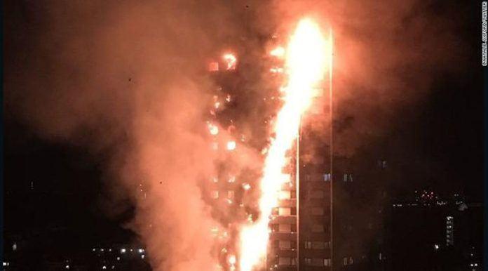 Apartemen 24 Lantai Terbakar, Penghuni Dikhawatirkan Terjebak (Twitter)