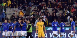 Para pemain Brasil merayakan gol usai menaklukkan tuan rumah Australia 4-0 pada laga uji coba internasional (Foto: AFP PHOTO / SAEED KHAN)