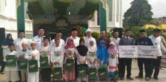 Walikota Medan Drs HT Dzulmi Eldin S MSi mengapresiasi pembukaan zona berkah ramadhan yang diselenggarakan Bank Syariah Mandiri (BSM) Regional I Sumut, di halaman Masjid Raya Al-Mashun Medan, Jumat (16/6).