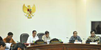 Foto: Presiden Jokowi saat memimpin Rapat Terbatas mengenai Reformasi Aparatur Sipil Negara, di Kantor Presiden, Jakarta, Selasa (20/6).