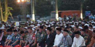 Foto: Presiden Jokowi dalam acara buka puasa bersama Prajurit TNI dan PNS Mabes TNI di Plaza Mabes TNI Cilangkap, Jakarta Timur, Senin (19/6) petang.