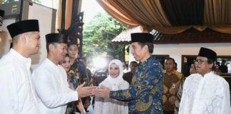 Foto: Presiden Jokowi saat menghadiri acara buka puasa bersama di kediaman Ketua DPD, Jakarta, Selasa (6/6).