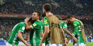 Penyerang Meksiko, Oribe Peralta merayakan golnya ke gawang Selandia Baru pada matchday kedua Grup A Piala Konfederasi 2017. (YURI CORTEZ / AFP)