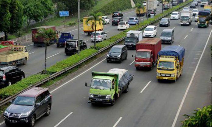 Aturan pembatasan operasional mobil barang tidak berlaku bagi mobil barang pengangkut Bahan Bakar Minyak (BBM).