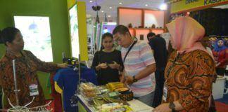 Teks Foto: Suasana Stan Promosi pameran Pariwisata Kabupaten Langkat, dalam pameran Gebyar Wisata dan Budaya Nusantara (GWBN) 2017 yang berlangsung di Hall A Jakarta Convention Center, kemarin.