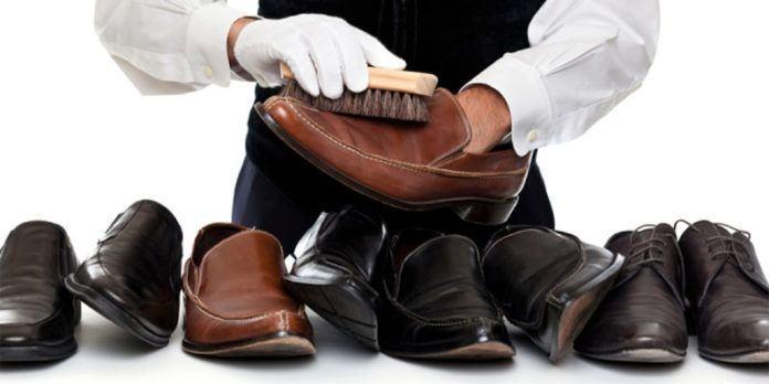 Tiga cara unik dan mudah berikut ini bisa Anda coba di rumah untuk membuat sepatu kesayangan tetap awet.