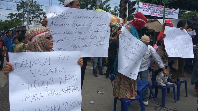 Demo Pasar Aksara