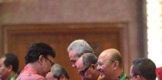 Foto: Walikota Medan Drs H T Dzulmi Eldin S M.Si menerima penghargaan sebagai Kota Inovatif Tahun 2017 pada acara rapat koordinasi nasional pengendalian inflasi ke-VIII Tahun 2017 di Jakarta, Kamis (27/7).