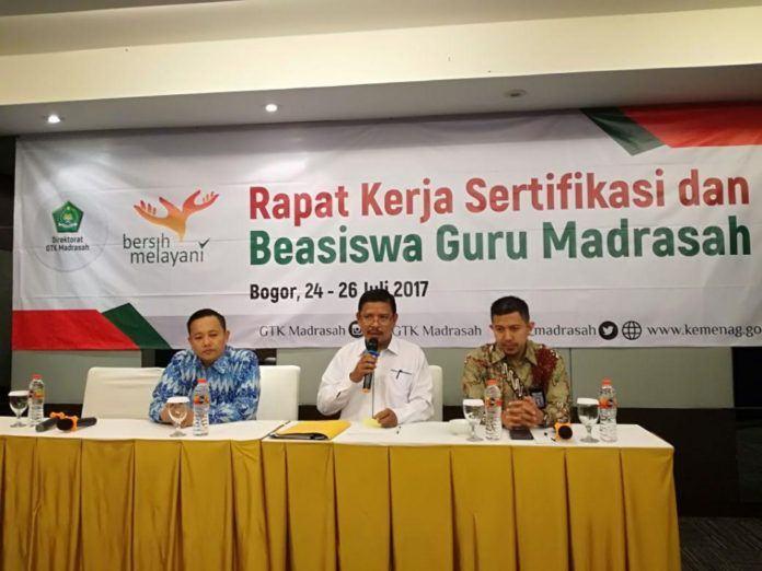 Foto: Direktur Guru dan Tenaga Kependidikan (GTK) membuka Rapat Kerja Sertifikasi dan Beasiswa Guru Madrasah di Bogor, Senin (24/7)
