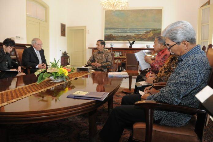 Foto: Presiden Jokowi menerima Menteri Ekonomi, Pendidikan dan Riset Swiss Johann N. Schneider-Ammann di Istana Bogor, Jawa Barat, Jumat (14/7).
