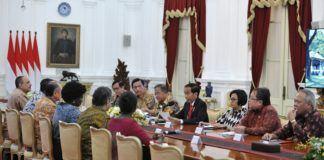 Foto: Presiden Jokowi didampingi sejumlah menteri menerima Presiden Bank Dunia Jim Yong Kim didampingi sejumlah delegasi, di Istana Merdeka, Jakarta, Rabu (26/7) .
