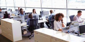 Sikap terlalu baik di kantor dapat membuat Anda dimanfaatkan dan tidak dihormati oleh rekan kerja.