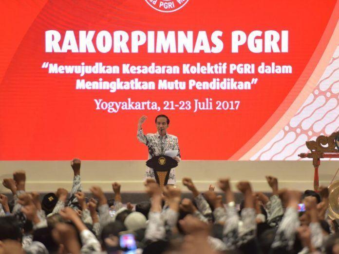 Foto: Presiden Jokowi pada pembukaan Rakorpimnas Tahun 2017 PGRI, di Hotel Sahid Jaya, Sleman, DI Yogyakarta, Sabtu (22/7).