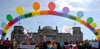 Parlemen Jerman meloloskan undang-undang pernikahan sesama jenis, Jumat (30/6). (AFP PHOTO /Britta Pedersen)