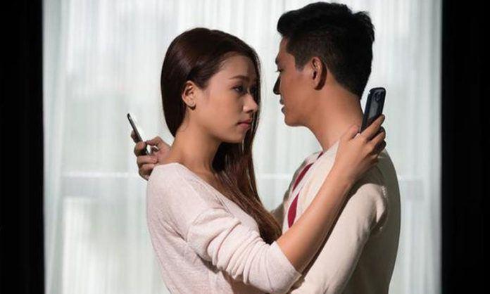 Ada kegiatan yang menunjukkan bahwa Anda telah selingkuh dari pasangan tanpa disadari. (iStockphoto)