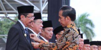Tengku Erry Raih Satyalencana