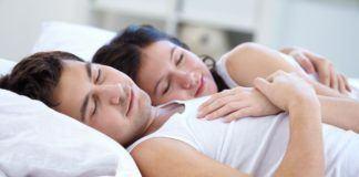 Sebuah studi mengatakan bahwa menikah dapat membuat Anda yang insomnia menjadi tidur lebih nyenyak.