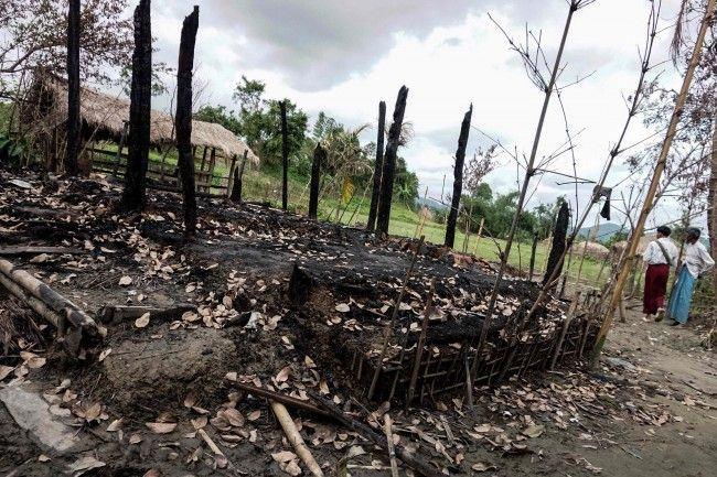 Situasi usai bentrokan di Buthidaung, utara Rakhine, Juli 2017. (Foto: AFP)
