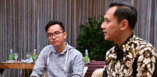 Foto: Agus Yudhoyono berbincang dengan Gibran.