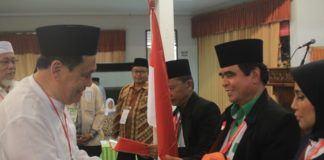 Foto: Wakil Bupati Kabupaten Batubara RM Harry Nugroho melepas keberangkatan jemaah calon haji Kloter 17 Embarkasi Medan di Aula I Madinatul Hujjaj Asrama Haji Medan, Senin (14/8).