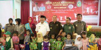 Foto: Walikota Medan Drs H T Dzulmi Eldin S M.Si ketika menghadiri peringatan Hari Anak Nasional di Asrama Haji Medan, Selasa (29/8).