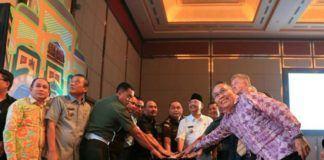Foto: Walikota Medan Drs H T Dzulmi Eldin S M.Si secara resmi melaunching icon Kota Medan di Adi Mulia Hotel Jalan Diponegoro Medan, Selasa (29/8).