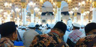 Foto: Jemaah haji Indonesia sedang salat di Masjid Nabawi.