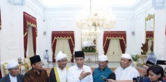 Foto: Presiden Jokowi usai menerima Jamiyah Batak Muslim Indonesia, di Istana Merdeka Jakarta, Kamis (10/8).