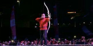 Foto: Presiden Joko Widodo melepaskan anak panah untuk secara simbolis memulai hitung mundur menuju Asian Games 2018 dalam acara di Jakarta, Jumat (18/8).(Istimewa)
