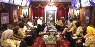 Foto: Menteri Dalam Negeri (Mendagri) Tjahjo Kumolo saat menerima kunjungan Kesatuan Perempuan Partai Golkar (KPPG) di Kemendagri, Jakarta, Rabu (9/8).