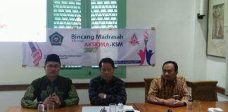 Foto: Dirjen Pendidikan Islam Kamaruddin Amin berbincang dengan wartawan.