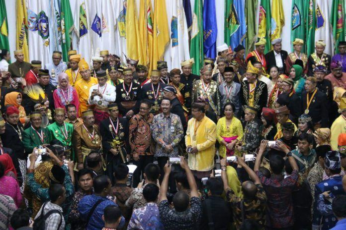 Foto: Menteri Dalam Negeri (Mendagri) Tjahjo Kumolo diwakili Plt Sekretaris Jendral (Sekjen) Kementerian Dalam Negeri (Kemendagri) Hadi Prabowo mengukuhkan Majelis Agung Raja Sultan (MARS) Indonesia di Ruang Sasana Bhakti Praja Kemendagri Jakarta, Kamis (24/8).