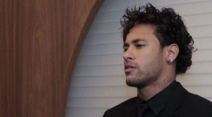 Berikut gaya stylish dan mewah Neymar yang Flamboyan bikin para wanita histeris dan jatuh hati.