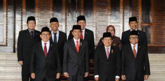 Foto: Presiden Jokowi dan Wapres JK berfoto bersama di Gedung Nusantara MPR/DPD/DPR, Jakarta, Rabu (16/8).