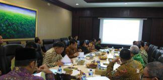 Menag pimpin Rapat Evaluasi Capaian Kinerja Kemenag Triwulan II, di kantor Kementerian Agama, Kamis (10/8).