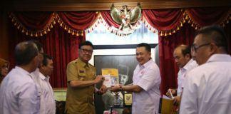 Foto: Menteri Dalam Negeri (Mendagri), Tjahjo Kumolo menerima Ketua Umum Asoasisi Rekanan Pengadaan Barang dan Distribusi Indonesia (ARDIN) Bambang Soesatyo di Gedung Kemendagri Lantai 2, Jakarta Pusat, Senin (4/9).