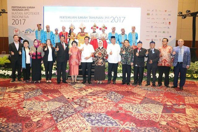 Pendayagunaan Aparatur Negara dan Reformasi Birokrasi Asman Abnur saat membuka Pertemuan Ilmiah Tahunan Ikatan Apoteker Indonesia Tahun 2017 di ICE BSD, Tangerang, Rabu (6/9).
