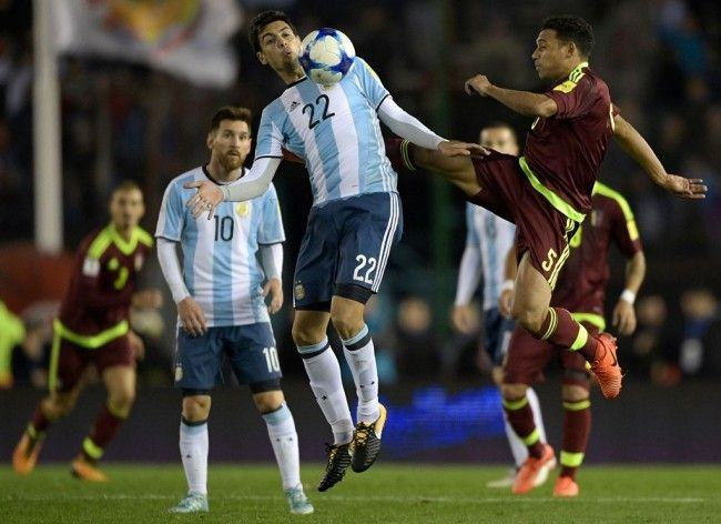 Suasana pertandingan Argentina vs Venezuela. (Foto: AFP/Juan Mabromata)