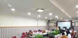 Foto: Usma Polita Nasution, M. Kes memimpin rapat penyampaian program BPJS Kesehatan dalam membangun Aplicares agar penggunaan kartu BPJS kesehatan tepat sasaran, di ruang rapat II kantor Walikota Medan, Rabu (27/9).